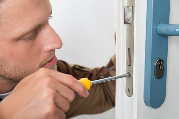 Man sussing out door lock